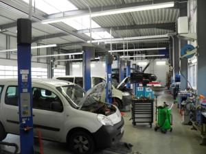 Hier sehen Sie unsere Autowerkstatt in Berlin von der Innenansicht